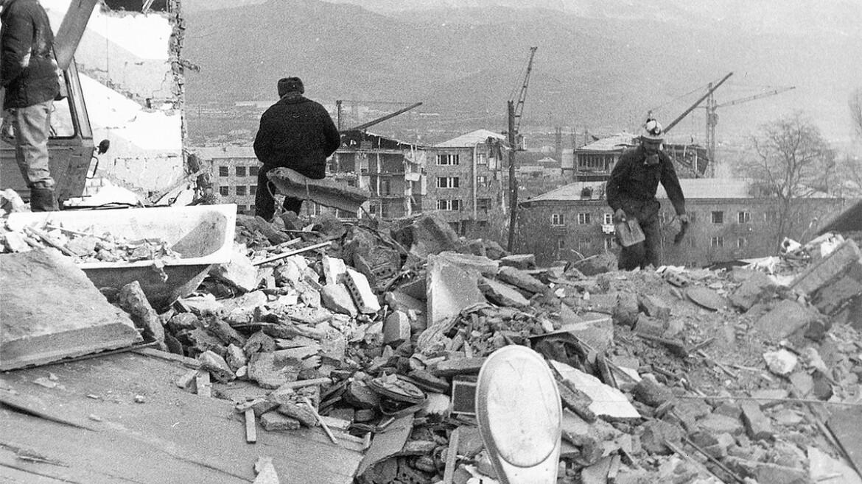 """Историческая Притча про Землетрясение в Спитаке, Армения... """"Ты Намерен Мне Помочь?"""""""