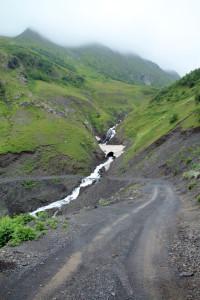 Дорога в Тушетию изобилует живописными водопадами