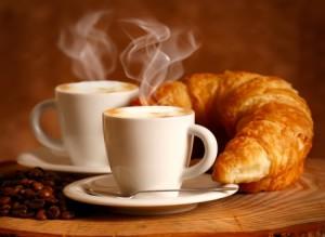 Вкусный кофе и круасан, как бонус за утреннюю пробежку